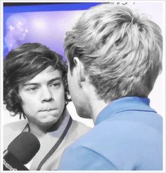 (GIF) The way Harry's looking at Nialler. I can't. ohmygosh. and niall's eyebrows at the end?!
