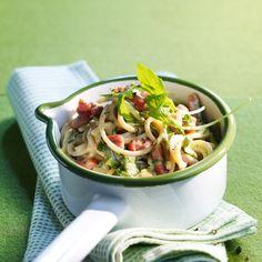 Découvrez la recette Spaghettis à la carbonara de roquette sur cuisineactuelle.fr.