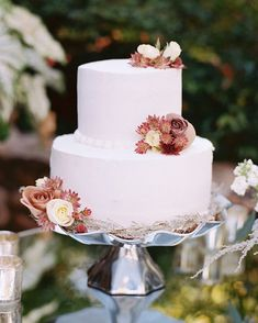 These fall-themed wedding cakes will give you plenty of seasonal design and flavor ideas for your September, October, or November dessert. Italian Wedding Cakes, Black Wedding Cakes, Elegant Wedding Cakes, Wedding Cake Designs, Rustic Wedding, Wedding Ideas, Wedding Fair, Wedding Ceremony, Wedding Stuff