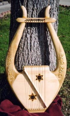King David Kinnor Lyre, Custom built and hand carved harp by Glenn J Hill of Mountain Glen Harps, Phoenix, Oregon