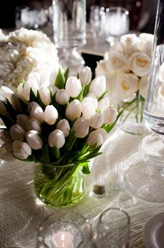 White tulips wedding decor flowers table vase tulips centerpiece Tulips roses and hydrangeas Types Of Flowers, My Flower, Fresh Flowers, Beautiful Flowers, Tulip Wedding, Wedding Flowers, White Tulips, White Flowers, White Roses