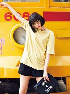 私服,ワンピース,オールインワン,Tシャツ,vivi9月号,ファッション,夏服,ViViモデル,玉城ティナ,2017年9月号 | Short Wear | Cute korean girl, Fashion stylist, Fashion 私服,ワンピース,オールインワン,Tシャツ,vivi9月号,ファッション,夏服,ViViモデル,玉城ティナ,2017年9月号 | Short Wear | Cute korean girl, Fashion stylist, Fashion Girl Short Hair, Short Girls, Portrait Photography, Fashion Photography, Pose Reference Photo, Look Girl, Asian Girl, Korean Girl, Body Poses