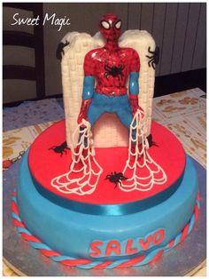 Spiderman chiffon cake con nutella e panna