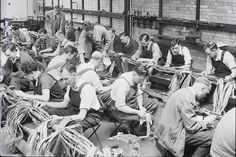 Trainee engineers at cable jointing school, Brentwood. Vintage Phones, Vintage Telephone, Telephone Exchange, Back To The 50s, Old Phone, Working People, Lineman, Commercial Vehicle, Post Office
