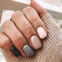 Beautiful winter nails Beige nail art Grey gel polish Modern nails Multi-color nails Nails in pink shades Beige Nail Art, Beige Nails, Gradient Nails, Pink Gel Nails, Gold Nail, Cute Acrylic Nails, Cute Nails, My Nails, Stylish Nails