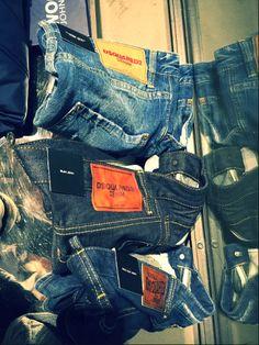 Sicuro che vuoi perderteli? Sono Dsquared2. http://www.marsilistore.it/abbigliamento/uomo/jeans.html Dsquared2 in our store!  #d20 #jeans #bluejeans #marsiliformen