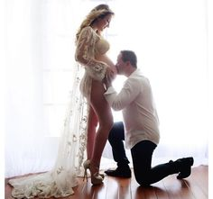 Love this sexy maternity pic involving dad