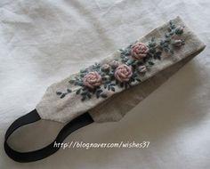 ㅡ  리넨에 인디핑크 장미 수놓아 헤어밴드 만들었어요. .  장미 수놓는 법은 손끝에서 피는 꽃과 자수 107page  ㅡㅡㅡ #소금빛자수…
