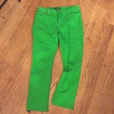 LRL Kelly Green jeans Lauren by Ralph Lauren jeans. These cropped jeans are an awesome color the jeans are a petite length 98% cotton 2% spandex so they have a little stretch. Lauren Ralph Lauren Jeans Ankle & Cropped