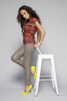 Kenza Farah par Dimitri Simon #music #fashion Kenza Farah, Capri Pants, It Cast, Music, France, Photos, Style, Fashion, Dancing With The Stars
