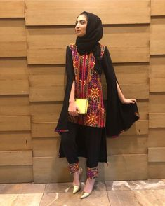 How to wear hijab with asian outfits Simple Pakistani Dresses, Pakistani Fashion Casual, Pakistani Outfits, Simple Dresses, Hijab Fashion, Indian Fashion, Fashion Outfits, Amazing Dresses, Simple Outfits