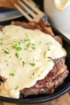 Steak Cream Sauce, Cheese Sauce For Steak, Pepper Sauce For Steak, Steak Toppings, Steak With Blue Cheese, Cream Cheese Sauce, Parmesan Cream Sauce, Beef Steak Recipes, Beef Filet