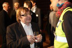 Stefan Piren am Diskutieren vor den Awards Den, Awards, Fictional Characters, Fantasy Characters