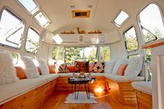 28 Lovely RV Camper Remodel Ideas for Fall Design Airstream Remodel, Airstream Renovation, Airstream Interior, Vintage Airstream, Vintage Campers, Vintage Rv, Vintage Travel, Vintage Trailers, Vintage Caravans