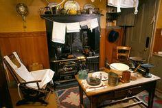 Victorian kitchen interior at Glasgow's Tenement House (National Trust of Scotland) 1920s Kitchen, Victorian Kitchen, Layout Design, Set Design, Kitchen Interior, Kitchen Design, Ikea, Glasgow Scotland, Scotland Trip