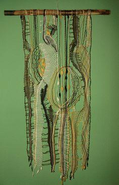 lino verde, amarillo, crudo y negro, plantilla diseñada por Iva Proskova, encaje checo moderno