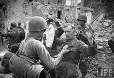 Prisioneros alemanes en Cisterna, 1944.
