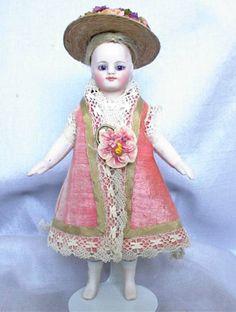 Simon Halbig mignonette with pale peach boots. #dollshopsunited #allbisquedoll
