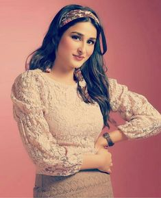 Hira Mani, Curly Bob Hairstyles, Girls Dp, Hair Humor, Simple Outfits, I Am Awesome, Celebs, Actors, Lace