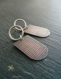 Fascinationstreet B-handmade: Orecchini a perno in argento fuso con ciondolo in rame anticato e originale texture
