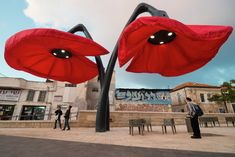 Gallery - HQ's Blooming Flowers React to the Presence of Pedestrians - 1
