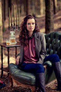 tweed blazer, silk top, mahogany, brown, fashion , fall, style , forest photo: haakon nordvik