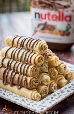 Nutella Crepe Recipe with a rich chocolate hazelnut spread. Great recipe for how to make crepes, with step by step instructions. Delicious Breakfast Recipes, Brunch Recipes, Dessert Recipes, Yummy Food, Pancake Recipes, Waffle Recipes, Crepes Nutella, Desserts Nutella, Nutella Cake