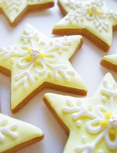 ~Snowflake cookies done with a star cookie cutter! Star Sugar Cookies, Christmas Sugar Cookies, Fancy Cookies, Iced Cookies, Holiday Cookies, Christmas Desserts, Christmas Treats, Christmas Decorations, Christmas Stars