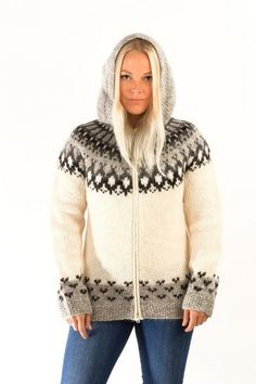 The Skipper cardigan with hood has a design inspired by the classic Icelandic tradition of hand knitted wool sweaters