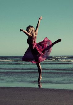 In a ballet pose at the sea. Dancing on the beach in pink summer dress. Dance Photos, Dance Pictures, Senior Pictures, Gymnastics Pictures, Foto Fashion, Dance Like No One Is Watching, Dance Movement, Am Meer, Lets Dance