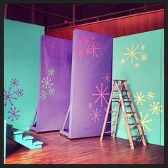 hairspray the musical set design Hairspray Costume, Hairspray Musical, Tv Set Design, Stage Set Design, Frozen Musical, Frozen Decorations, Bye Bye Birdie, Wings Design, Fun Snacks For Kids