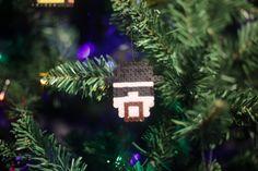 Bügelperlen Iron Beads Breaking Bad Breaking Bad, Christmas Ornaments, Holiday Decor, Home Decor, Christmas Jewelry, Christmas Tree, Christmas, Decoration Home, Room Decor