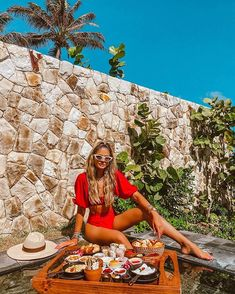 Thássia Naves (@thassianaves) • Fotos e vídeos do Instagram Ootd, Hot Pants, Summer Looks, Foto E Video, Straw Bag, Instagram, Fashion, Good Afternoon, Moda