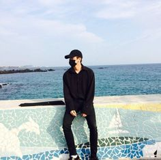 Image may contain: one or more people, people standing, ocean, sky, outdoor and water Kim Jinhwan, Chanwoo Ikon, Kdrama Actors, Korean Bands, Boys Over Flowers, Aesthetic Photo, Lee Min Ho, Boyfriend Material, Bobby