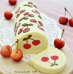 Cute cake roll - zzzzllee Cute cake roll - Page 18 of 19 - zzzzllee Swiss Roll Cakes, Swiss Cake, Cake Roll Recipes, Dessert Recipes, Healthy Desserts, Dessert Food, Pan Gourmet, Surprise Inside Cake, Jelly Roll Cake