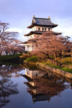 Matsumae castle in Hokkaido, Japan: photo by こんじ