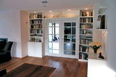 Moderne kamer en suite, wit, met hoekkast en dressoir
