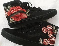 zwarte vans met rode rozen