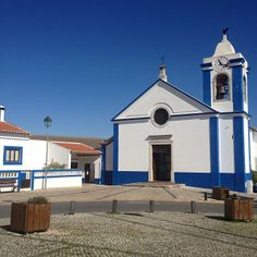 See 19 photos from 195 visitors to São Teotónio. Four Square, Portugal, Mansions, House Styles, Travel, Home Decor, Viajes, Decoration Home, Room Decor
