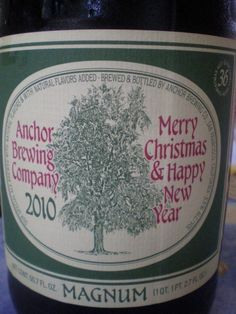 Cerveja Anchor Christmas Ale 2010, estilo Christmas/Winter Specialty Spiced Beer, produzida por Anchor Brewing Company, Estados Unidos. 5.5% ABV de álcool.
