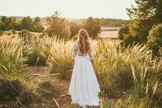 Vestido novia espalda aire. Con Bodas de Cuento. Foto de Sara Lázaro. Rural, Vintage, Wedding, Nature, Moto, Boda. Fotografo de bodas.