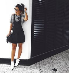 jardineira, black and white, boots, white, preto e branco, botas, brancas, fashion, moda, brand,marca Carol Farina, shopcarolfarina.com.br