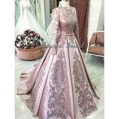 Nişanlık modelleri Hijab Wedding, Indian Wedding Gowns, Bridal Gowns, Wedding Dresses, Beautiful Gowns, Beautiful Outfits, Asian Bridal Wear, Kaftan, Big Dresses
