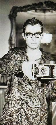 Happy 39th Birthday today's first über-cool celebrity with an über-cool  camera -- JUDE LAW.