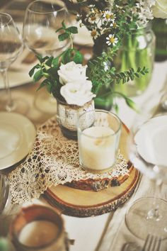 wood slices + lace centerpieces // photo by Gianluca Adovasio