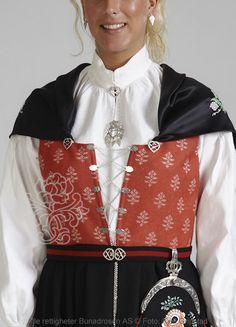 Østfoldbunad til dame - BunadRosen AS Folk Costume, Costumes, Hooded Jacket, Bomber Jacket, Liv, Folklore, Norway, Scandinavian, All Things