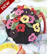 Crocheted Tea Cosy with Pansies - Free Patons crochet pattern yarn, hook. This links to the Pdf. Crochet Kitchen, Crochet Home, Free Crochet, Easy Crochet, Knitting Patterns, Crochet Patterns, Crochet Ideas, Knitted Tea Cosies, Mug Cozy