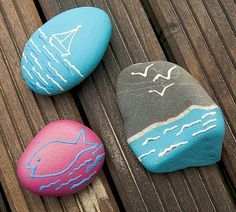 Beach scenes painted on stones Sunset Painting Easy, Beach Scene Painting, Rock Painting Ideas Easy, Rock Painting Designs, Pebble Painting, Pebble Art, Stone Painting, Diy Painting, Stone Crafts