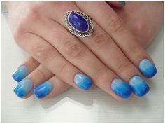 Model unghii tehnice scurte albastre ombre