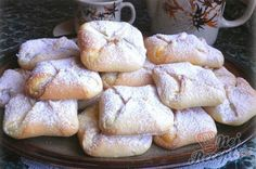 Quark bags made of yeast dough without walking time - Kuchen - Yummy Treats, Sweet Treats, Czech Recipes, Pudding Desserts, Arabic Sweets, Food Charts, Mini Cheesecakes, Mini Foods, Graham Crackers